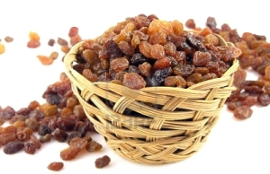 raisins-on-the-white-background-in-the-basket