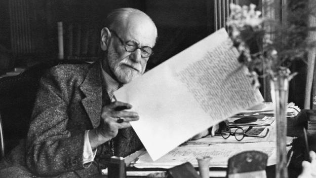 1930, Vienna, Austria --- Sigmund Freud, 1856-1939, Austrian psychiatrist, in the office of his Vienna home looking at a manuscript. --- Image by © Bettmann/CORBIS