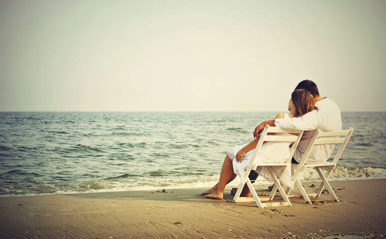 Love-Couple-on-Beach