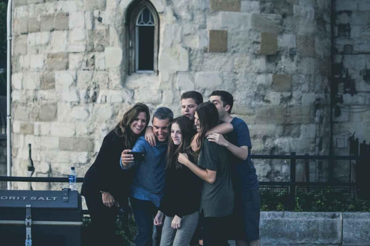 8 metode prin care poti atrage relatii pozitive in viata ta